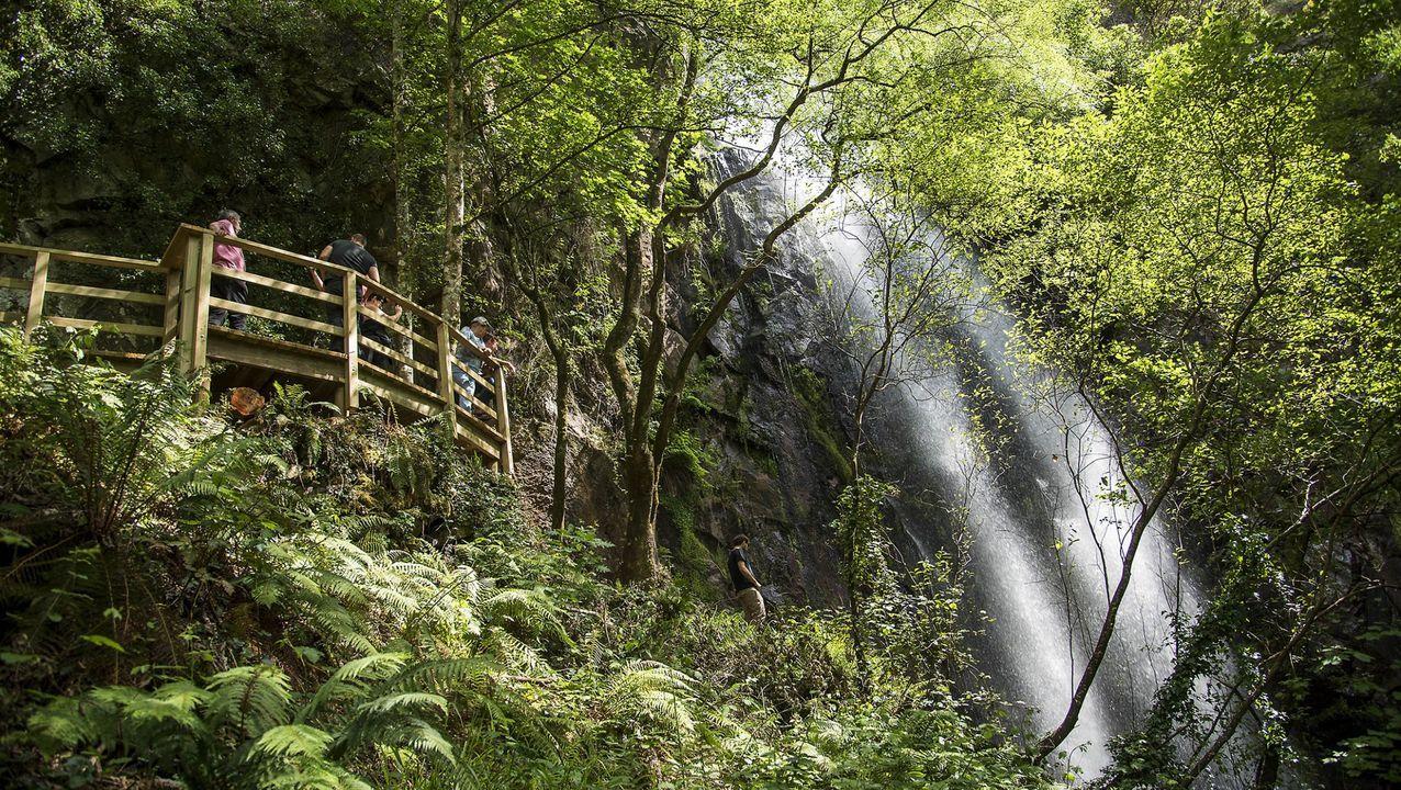 Cascada de Augacaída, en Pantón, un rincón espectacular de la Ribeira Sacra