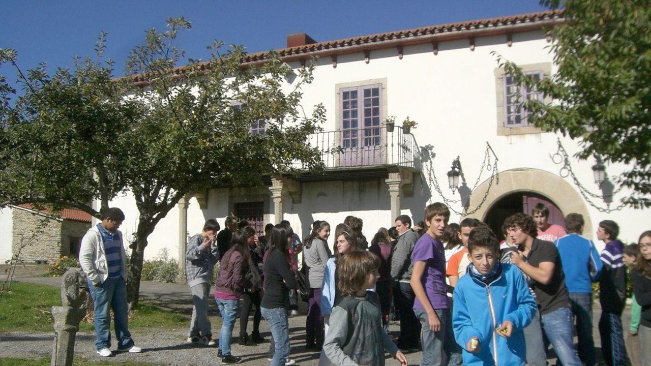 Una visita de alumnos del instituto A Pinguela al museo del Pazo de Tor, en una imagen de archivo