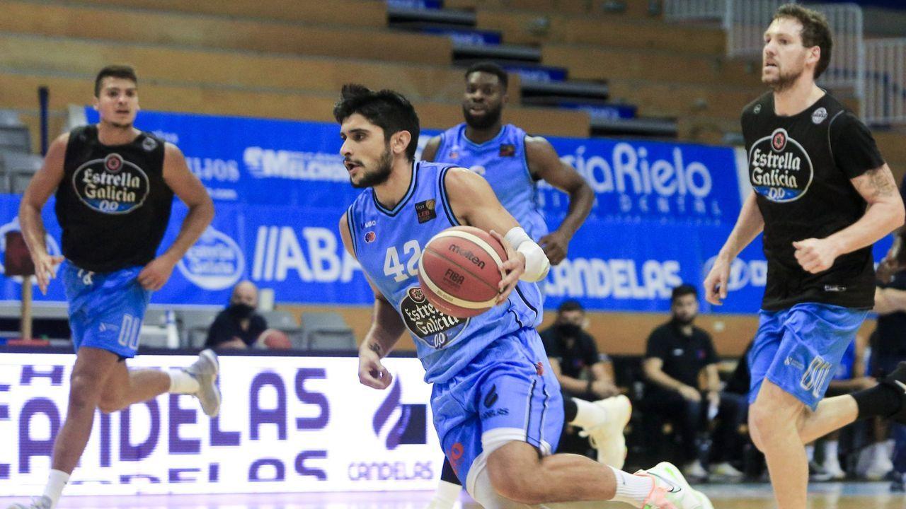 Las imágenes del Real Murcia-COB.Sergi Quintela, jugador del Leche Río Breogán, ante el COB