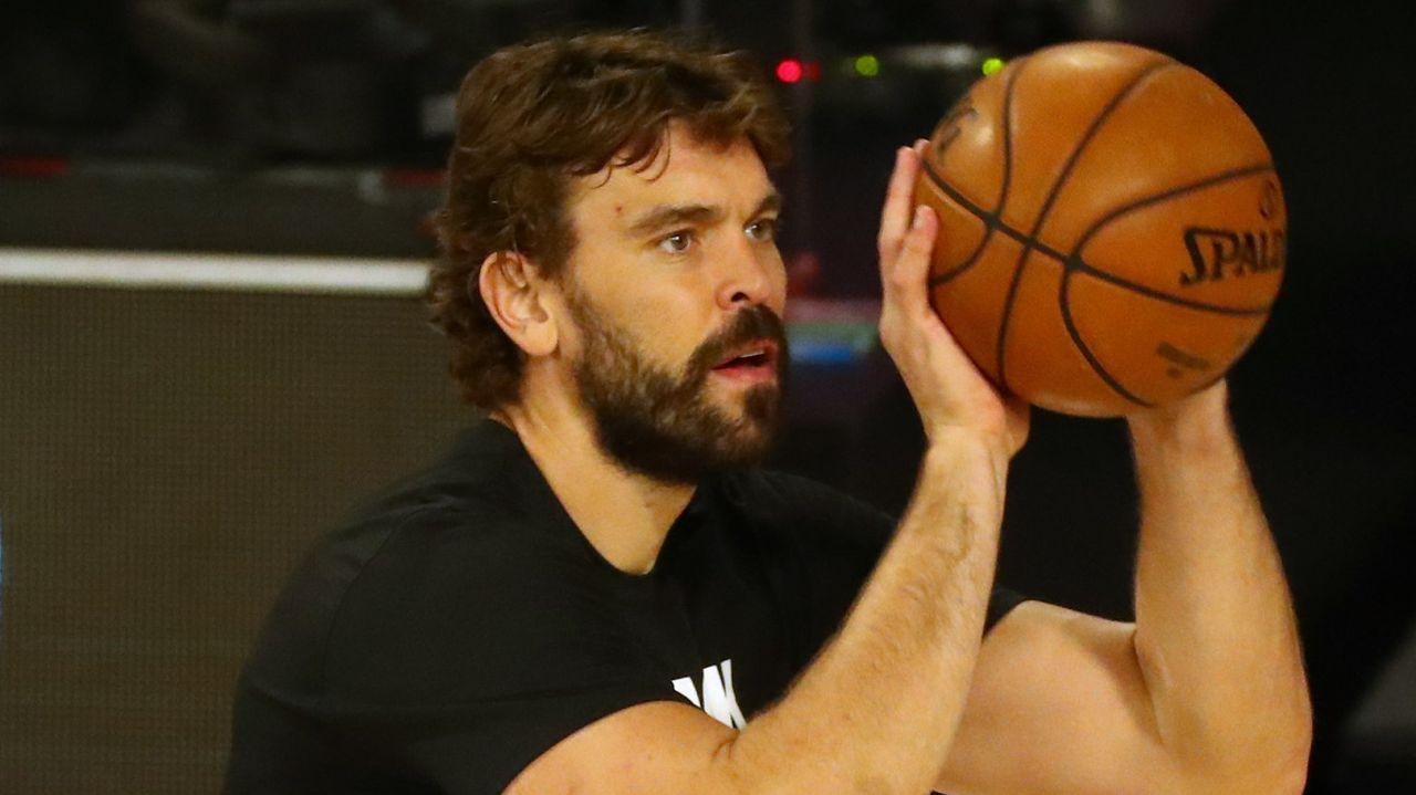 Imagen de archivo del 8 de diciembre de 2018 del jugador español de baloncesto Marc Gasol (c), que ha fichado por Los Ángeles Lakers para las dos próximas temporadas.