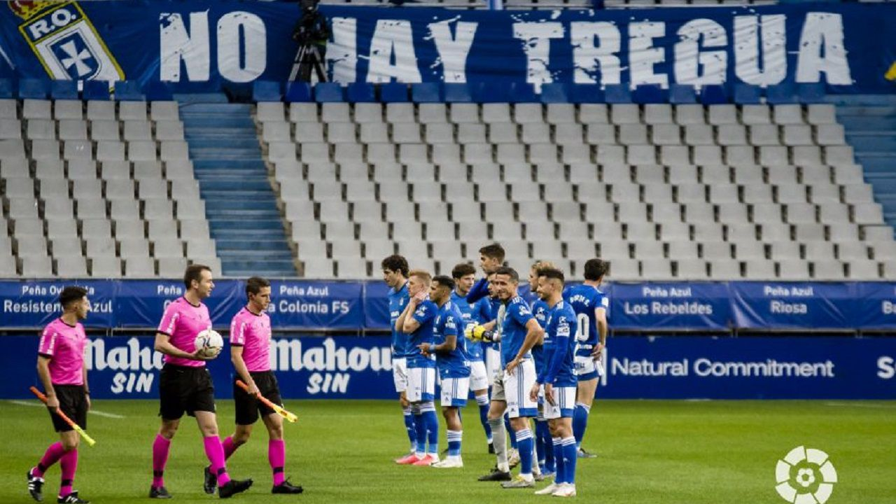 La trayectoria del portero lemista Domínguez en imágenes.Los jugadores del Oviedo, antes del comienzo del partido