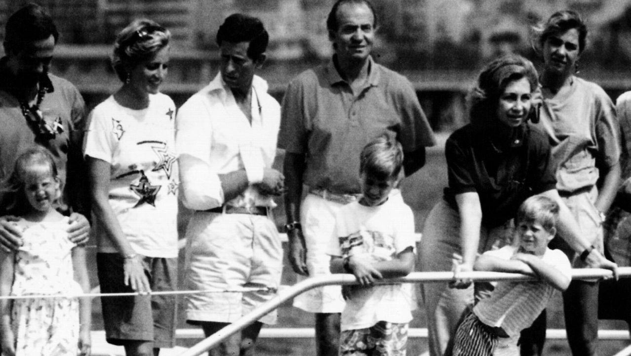 El príncipe Carlos, Lady Di y sus hijos, con la familia real española en Palma de Mallorca.