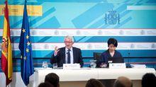 El secretario de Estado de Educación y FP en funciones, Alejandro Tiana, y la analista principal de PISA, Miyako Ikeda, durante su intervención en la presentación de los resultados del informe PISA