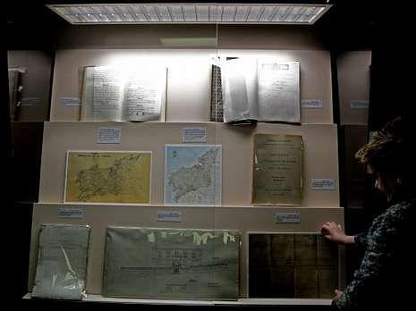 Uno de los paneles muestra algunos de los principales documentos