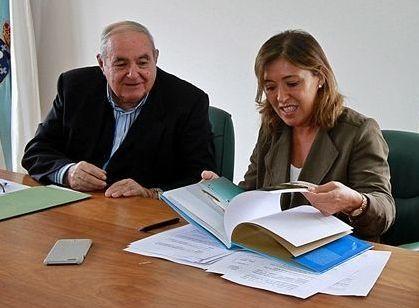 Los faros de Ortegal y Ferrolterra.El alcalde y la conselleira de Ordenación do Territorio, ayer.