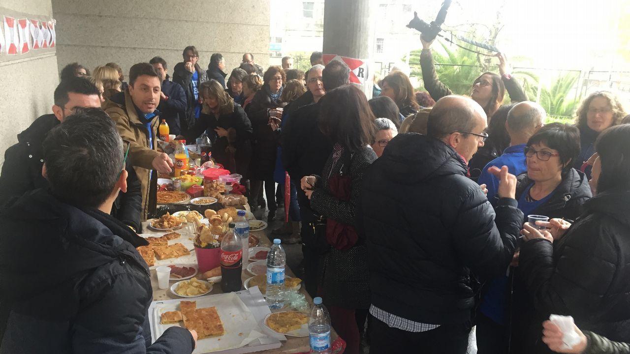 «Romería» con pinchos y empanada de los funcionarios judiciales de Vigo en huelga