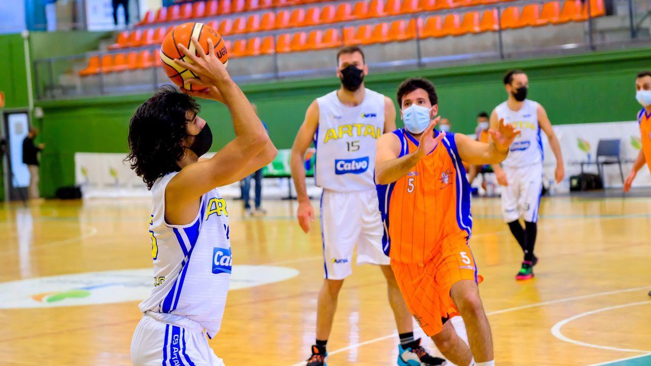 El álbum de fotos de la jornada de balonmano en Carballo.Ainoa Martínez