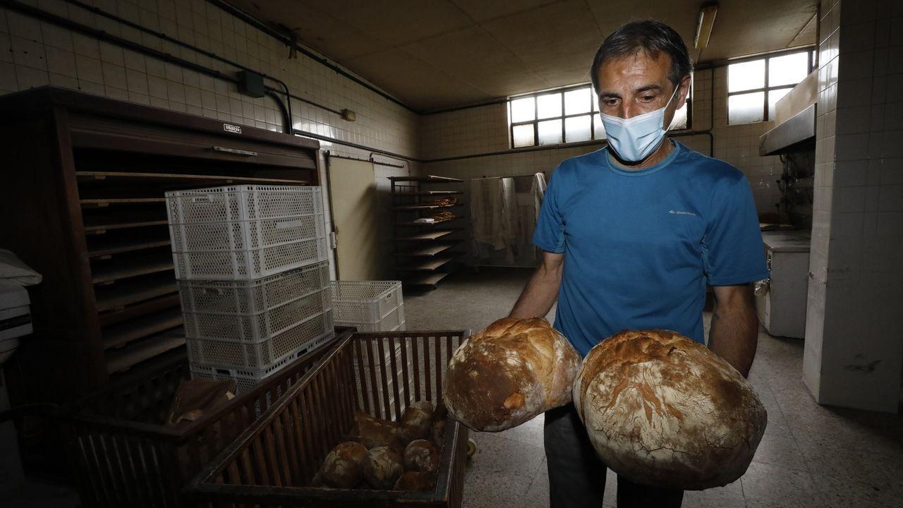 Trigo coció ayer la última hornada de pan en el negocio que fundó su tatara tatarabuela en Lourenzá