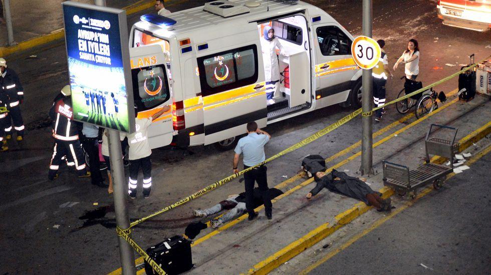 Tres explosiones sacuden el aeropuerto de Estambul