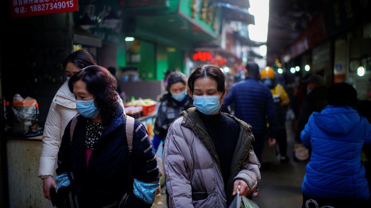 irixoa.A la izquierda, el director de la investigación que llevó a cabo la OMS en Wuhan