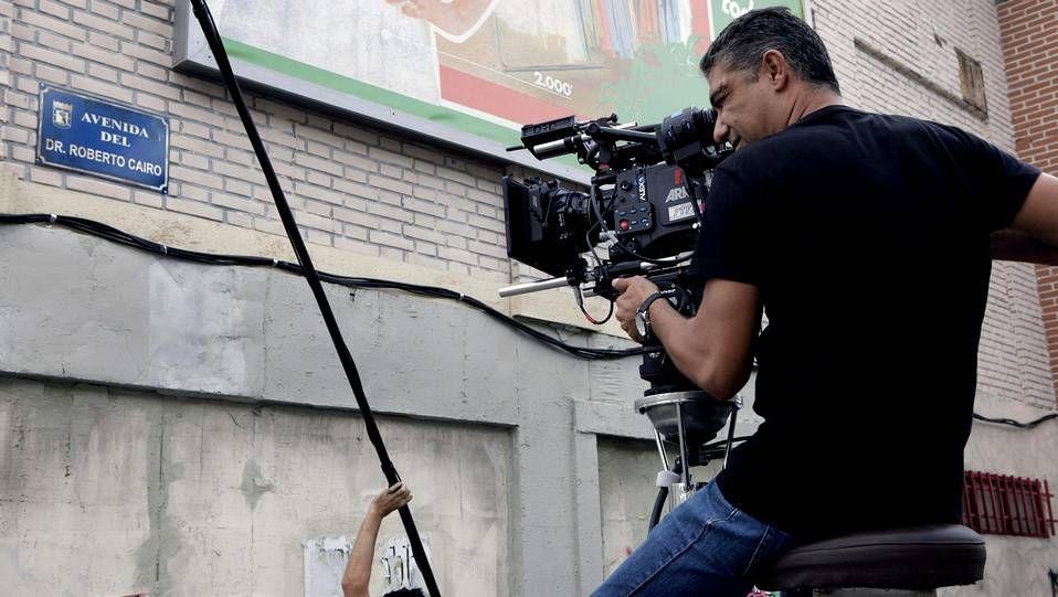 «Torrente V: Operación Eurovegas» ya está aquí.Imagen del comienzo del rodaje de «Cuéntame» con una placa en homenaje a Roberto Cairo, fallecido hace poco.