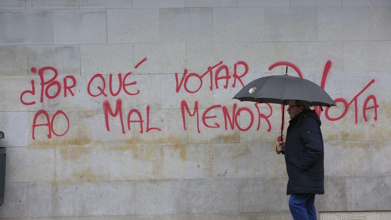 Núñez Feijóo: «Sánchez nos ha metido en un lío mayor que en el que estábamos».Abrazos y caras largas en la sede de Ciudadanos en Galicia tras conocer los resultados electorales