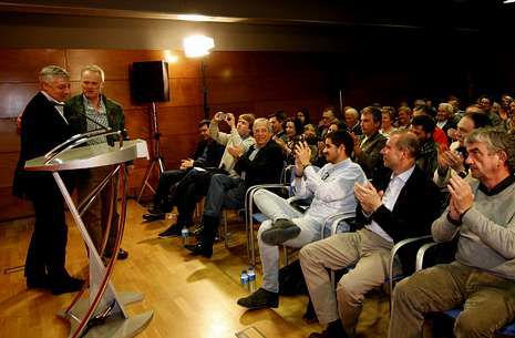 Blanco solicitó el voto para el PSOE en su visita a Betanzos.