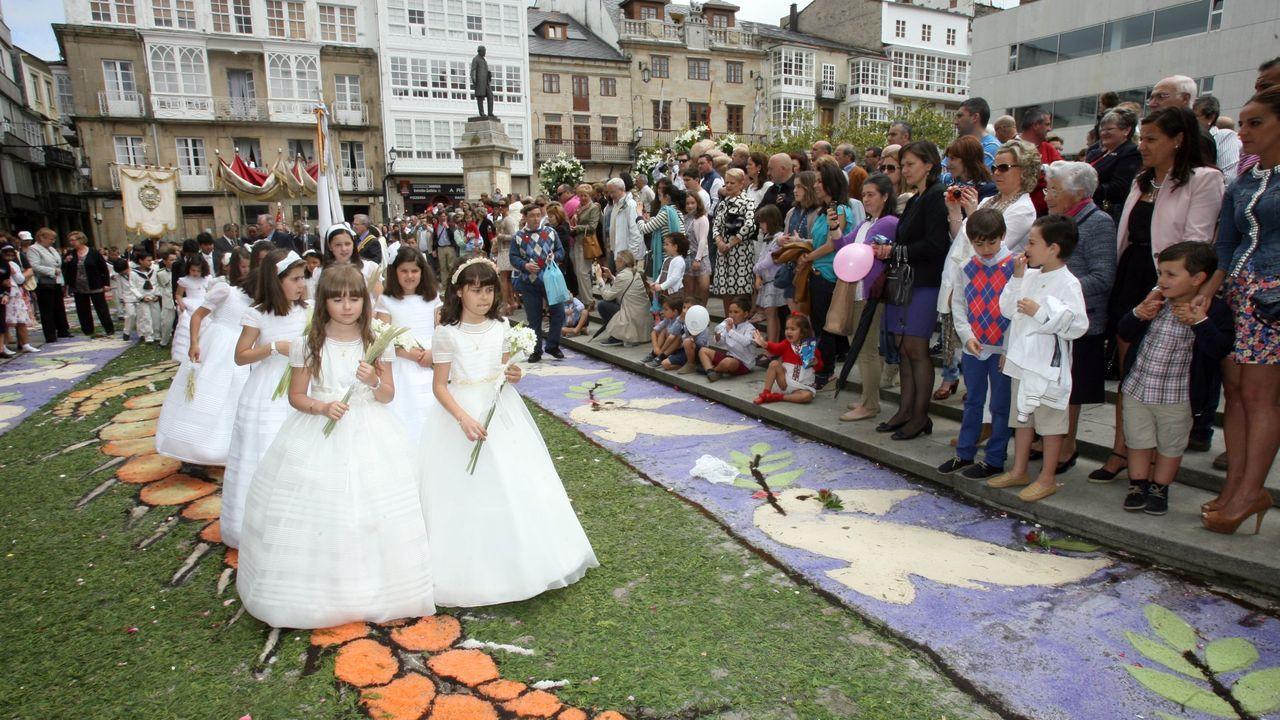 El coronavirus hará que las comuniones en el 2020 (en imagen de archivo, una procesión del Corpus de Viveiro) sean atípicas
