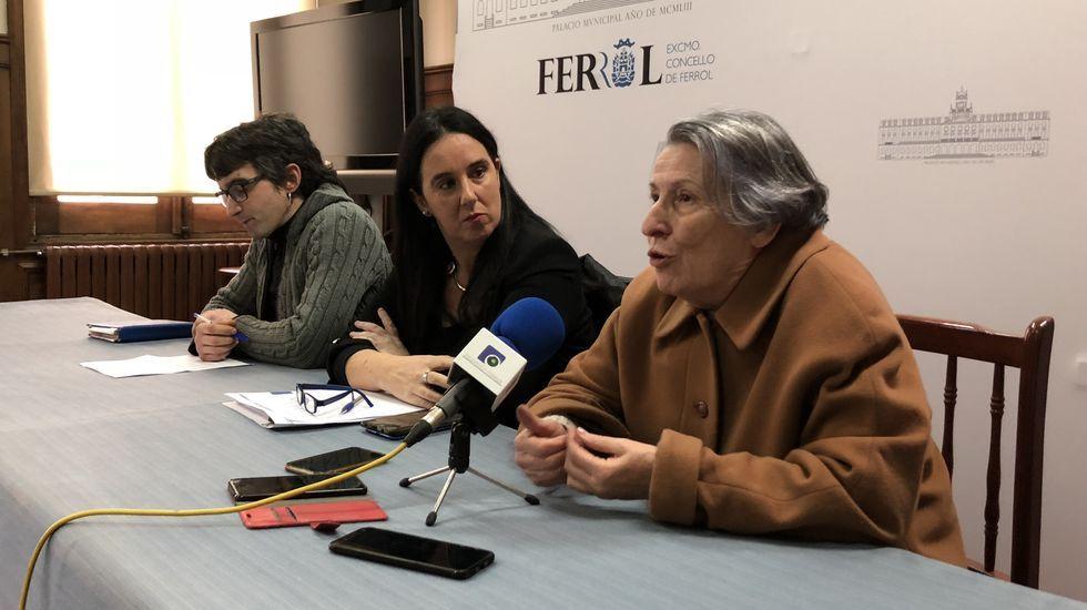 Restos del botellón en Méndez Núñez.La alcaldesa Inés Rey, en Radiovoz.