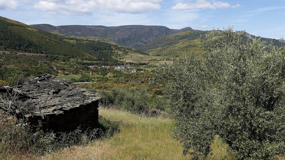 La aldea de Os Anguieiros se encuentra en las cercanías de Montefurado, que puede ver al fondo en la imagen