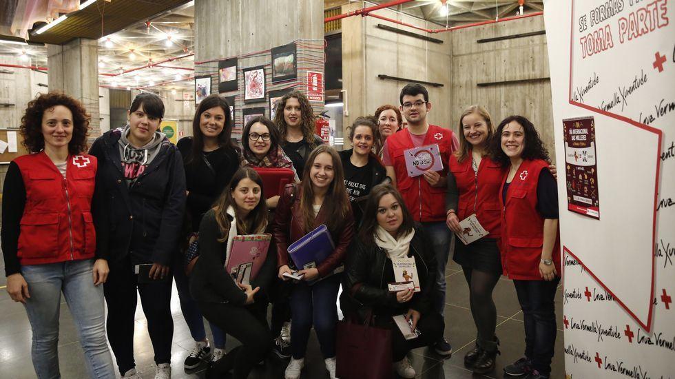 Santiago Freire: «As mulleres sangran sen cortarse».Cruz Roja celebró la jornada en el campus universitario
