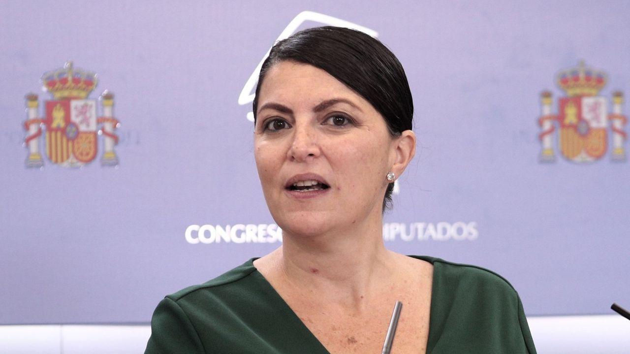 Policías de la UIP de A Coruña fueron recibidos por más de 200 personas.Cruz del Valle de los Caidos, bajo la que está enterrado Franco
