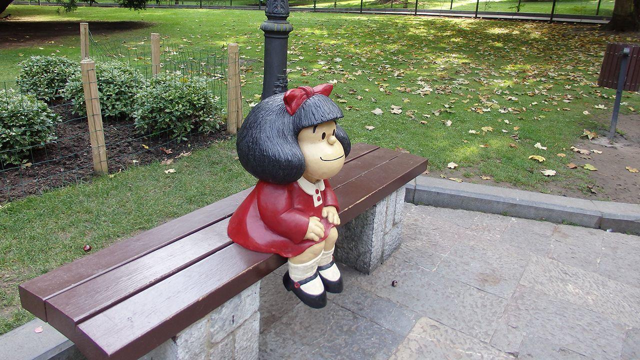 Cine de oscar, gratis en Oviedo.Estatua de Mafalda en el Campo San Francisco de Oviedo