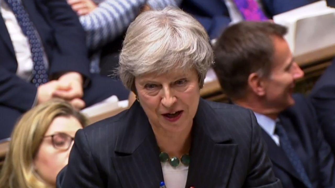 Theresa May anuncia su dimisión.May defiende el acuerdo del «brexit» ante el Parlamento británico