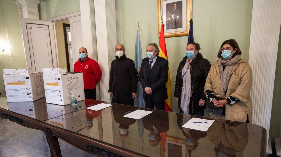 El acto de entrega de mascarillas fue en la Subdelegación del Gobierno en Ourense