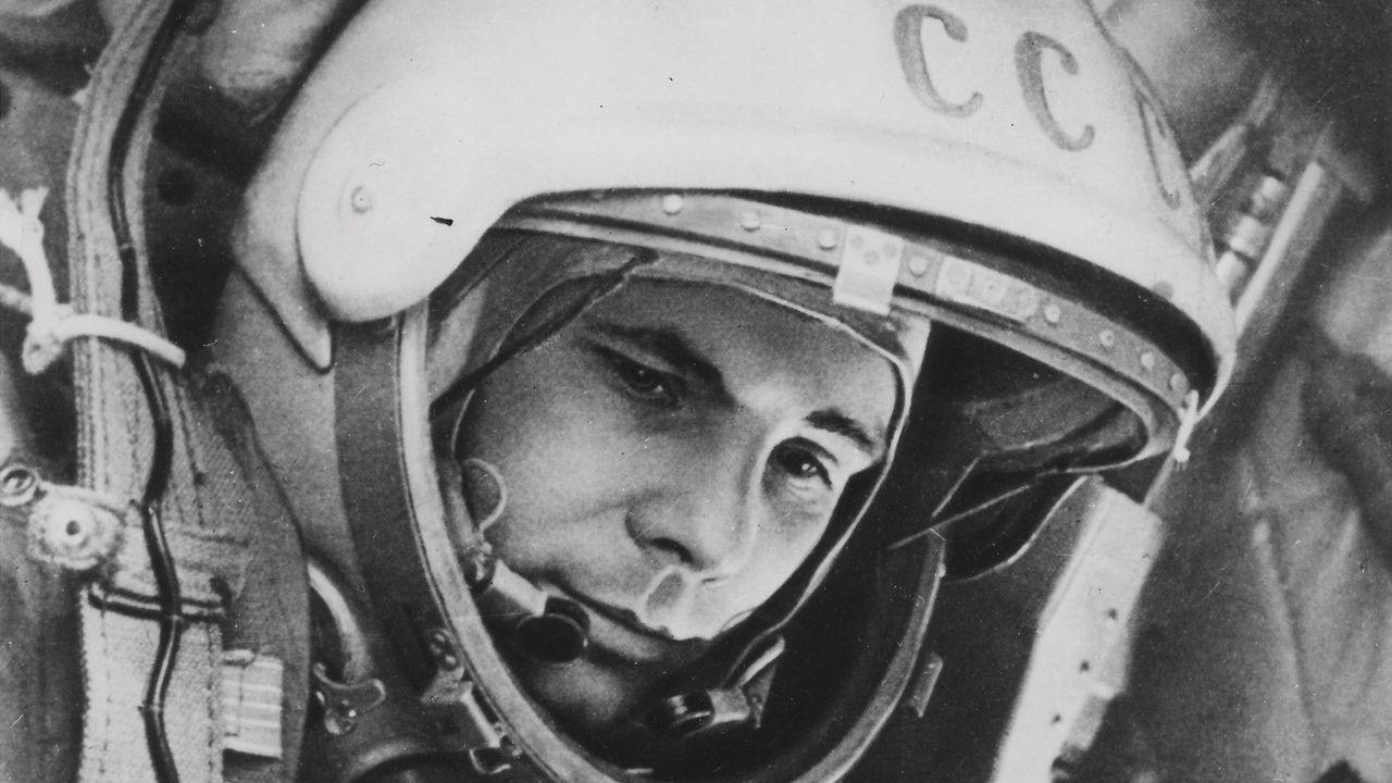 Imagen de Yuri Gagarin en el interior de la nave Vostok unos minutos antes del lanzamiento