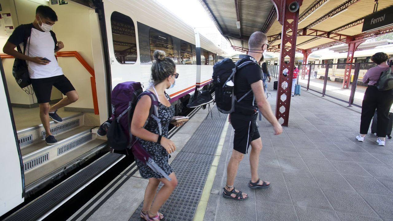 Llegada del tren de la tarde desde A Coruña hasta la estación de Ferrol
