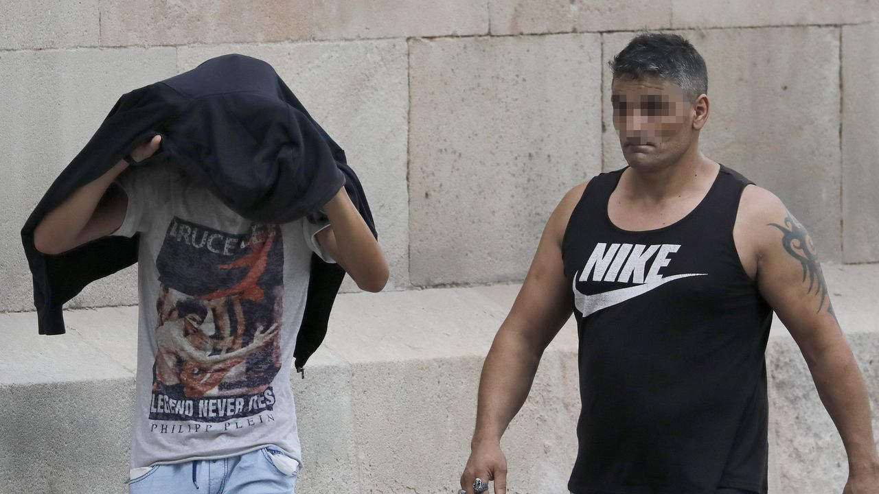 Barómetro Juventud y Género 2019.Tres de los acusados de la violación múltiple de una menor en Manresa, el pasado día 4, cuando se inició el juicio