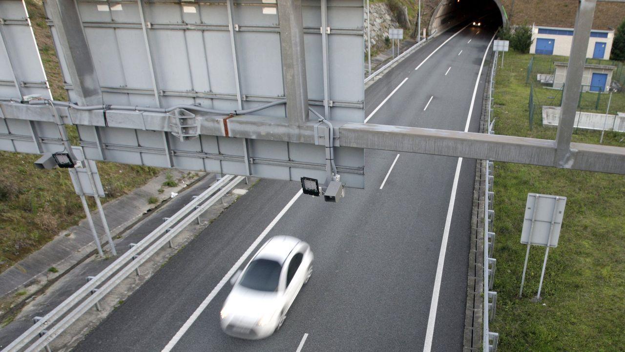 Radar de tramo en el túnel de O Sartego, en la AP-9