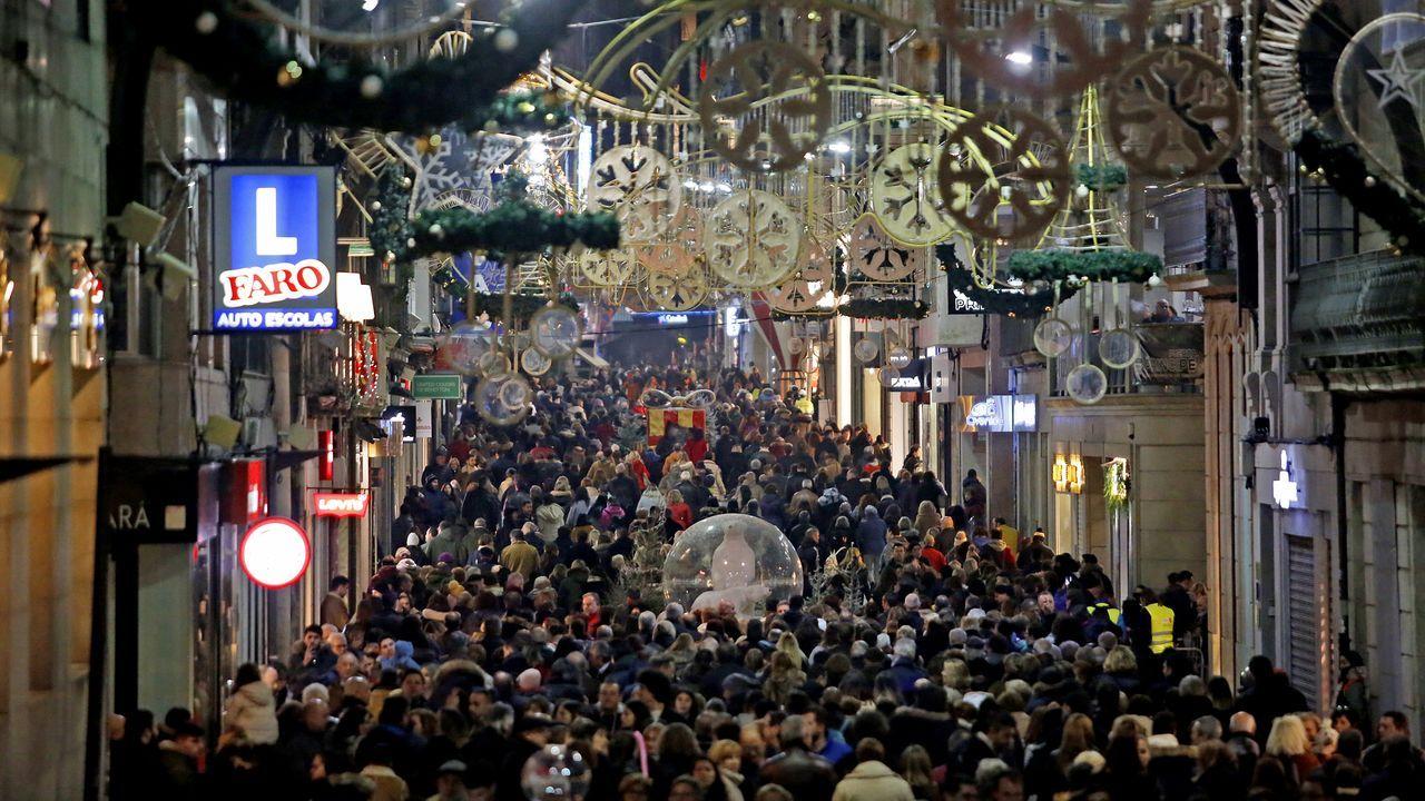 Vigo tendrá sus Navidades top pero «100% seguras» frente al covid-19.Iluminación instalada en Ourense en las últimas Navidades