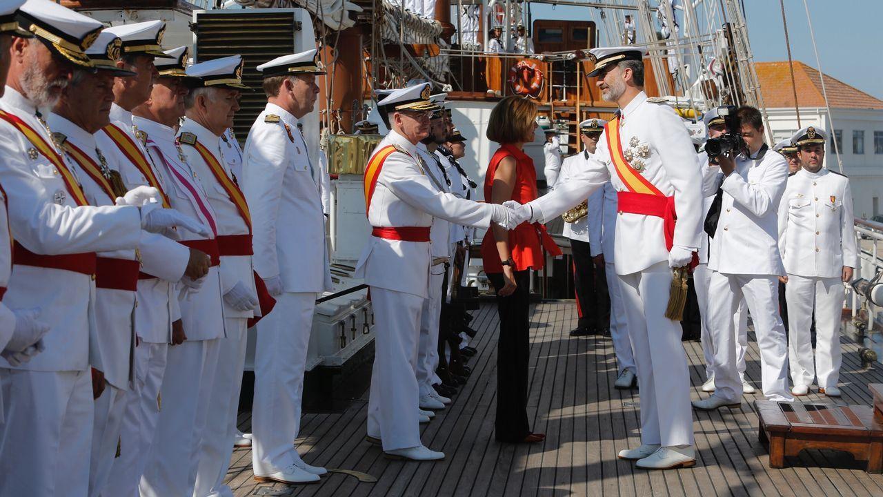 El rey preside en Marín la entrega de reales despachos a los nuevos oficiales de la Armada.María Dolores de Cospedal y Wenceslao López en la reunión sobre los terrenos de La Vega