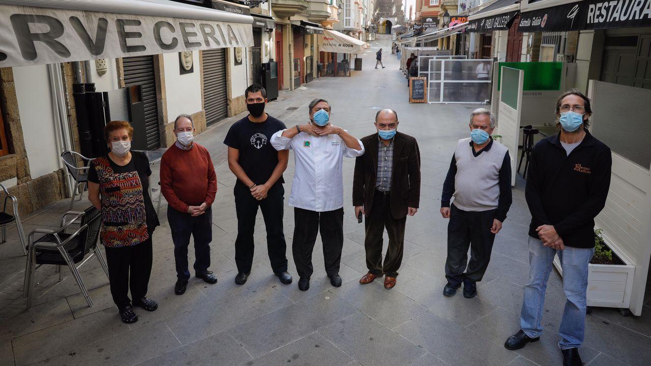 Hosteleros de la calle Capitán Troncoso protestan por las nuevas restricciones a causa del coronavirus