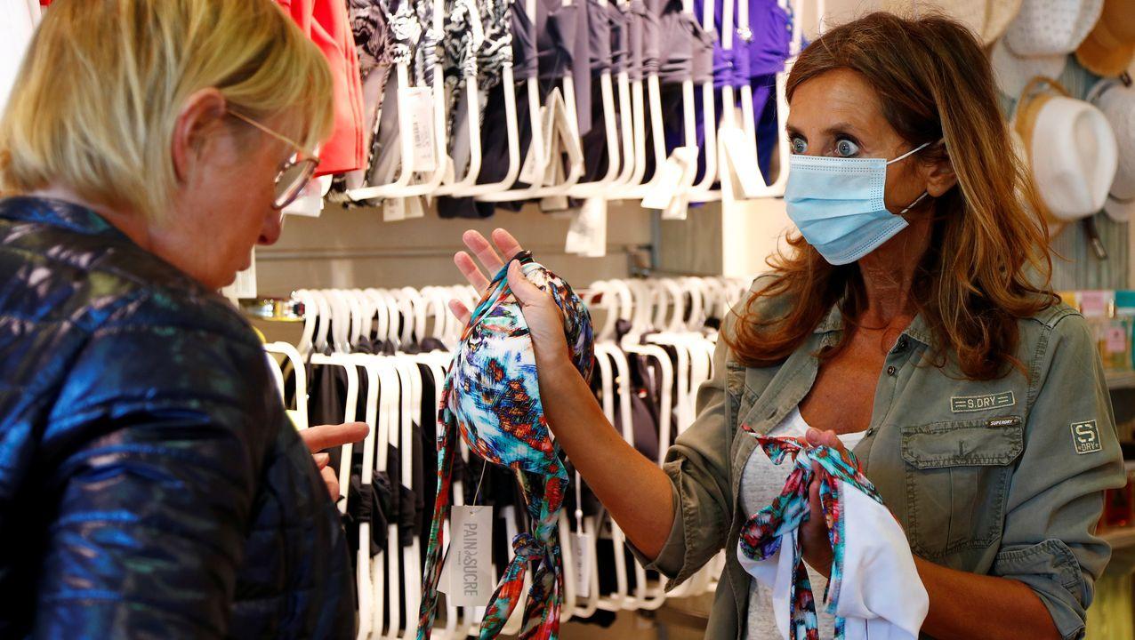 Mili.En Bélgica hay clientas que se han animado a ir a comprar biquinis