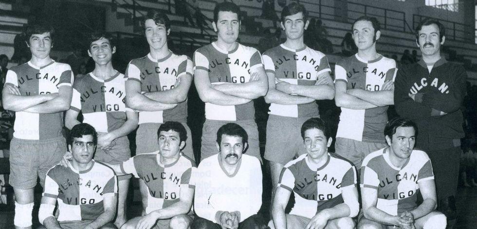 «Derramaremos sangre con óxido si es necesario».Este es el equipo del Vulcano de balonmano que disputó la temporada 1973.