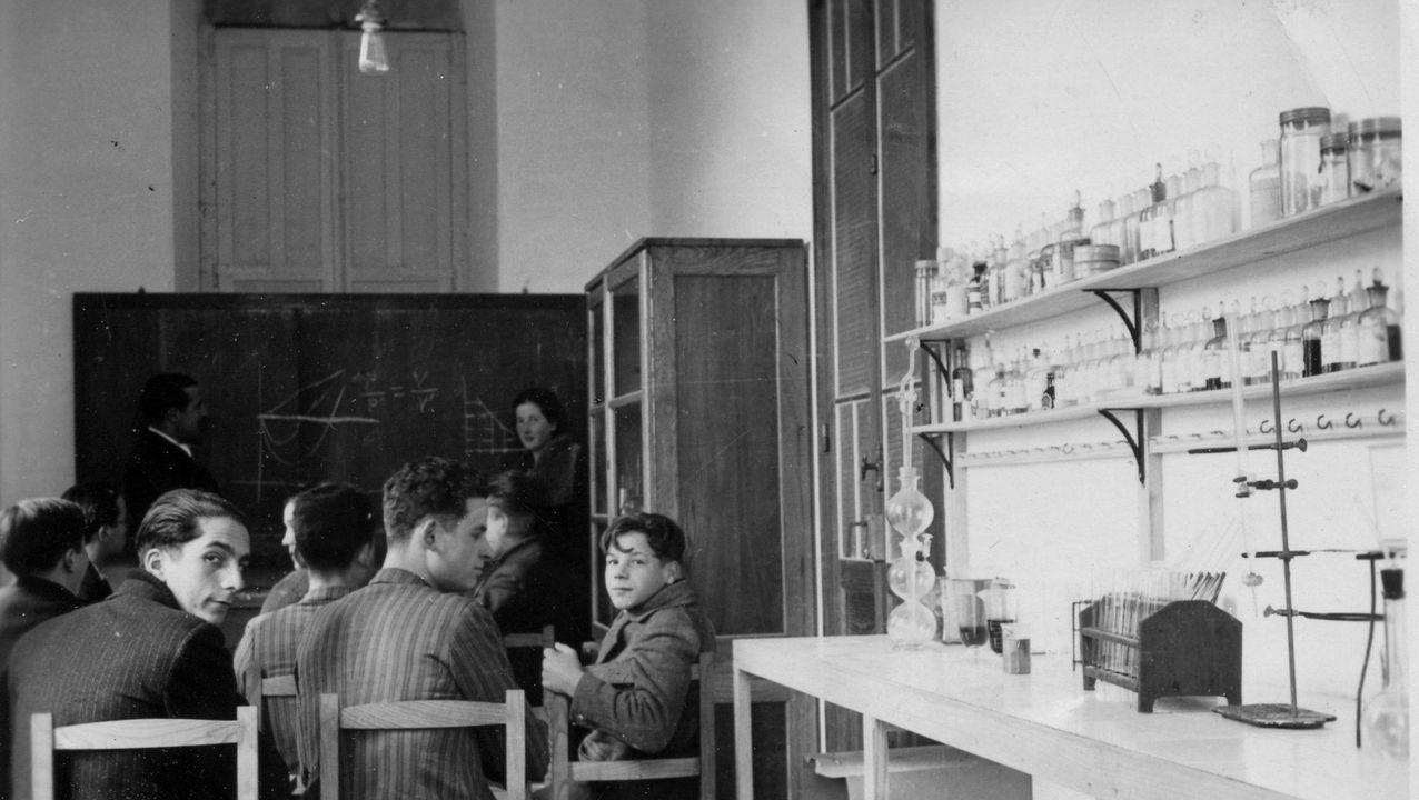 Alumnos no centro de ensino secundario de Vilalba nos anos trinta do século pasado