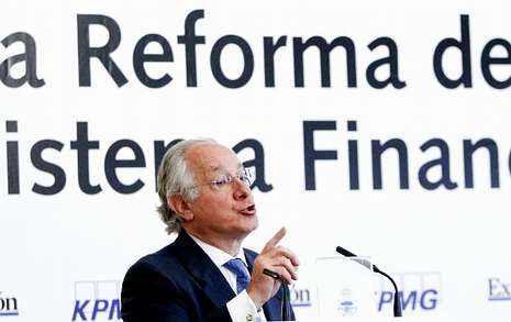 El saldo de entidades en subastas opacas es habitual en esta reestructuración financiera.
