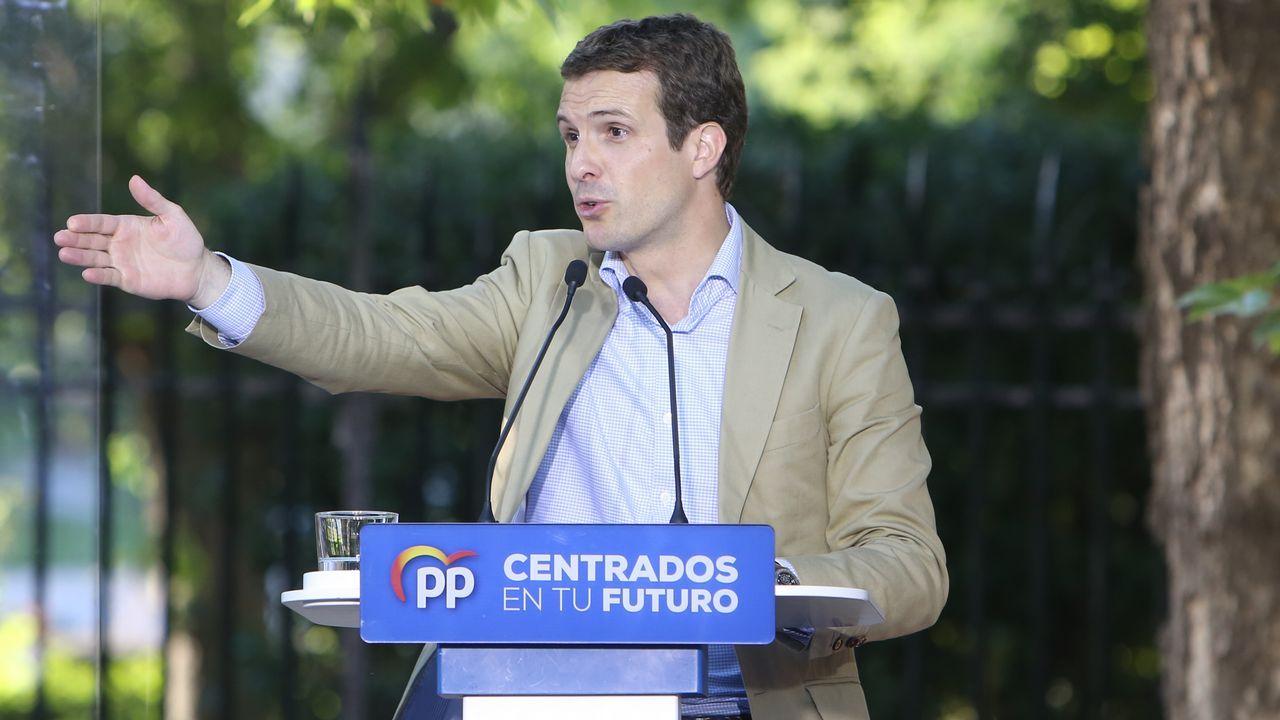 Gritos de fuera y aplausos para recibir en el hemiciclo a los políticos presos.Pedro Sánchez, al inicio de un mitin que dio en Tenerife