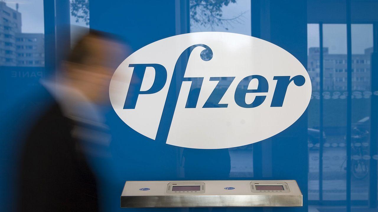 Foro BBVA .Viales de la vacuna de Pfizer