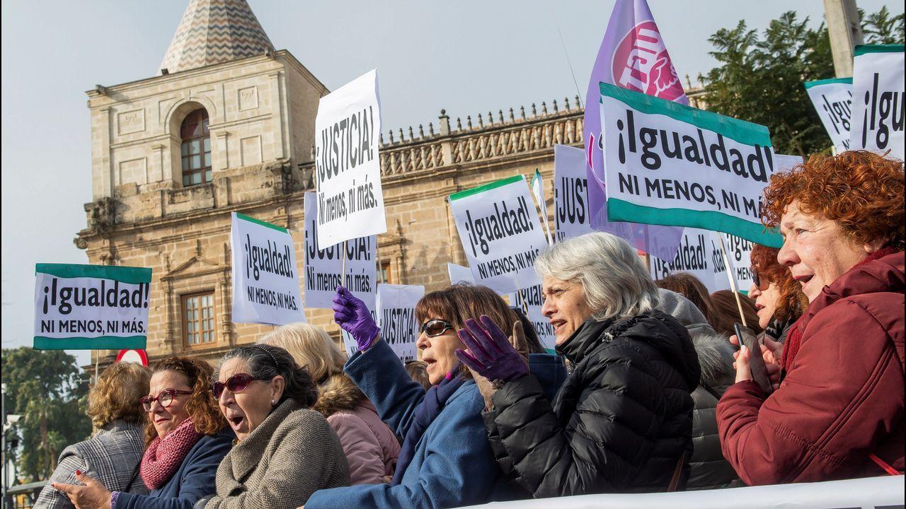 Feministas de toda Andalucía se concentran ante el parlamento andaluz.La ministra de Hacienda, María Jesús Montero, en el Congreso