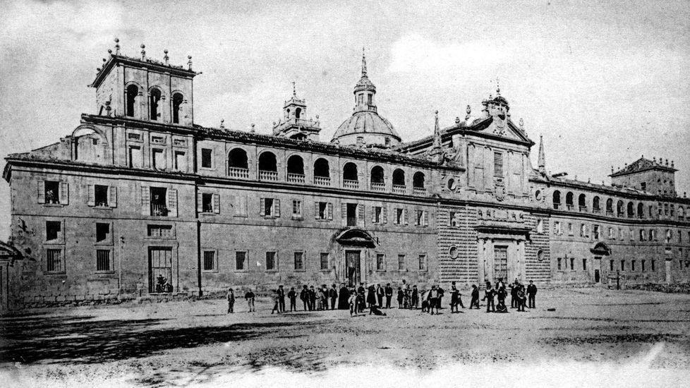 La explanada del Colegio del Cardenal en 1910, el año del intento de segregación de Lugo