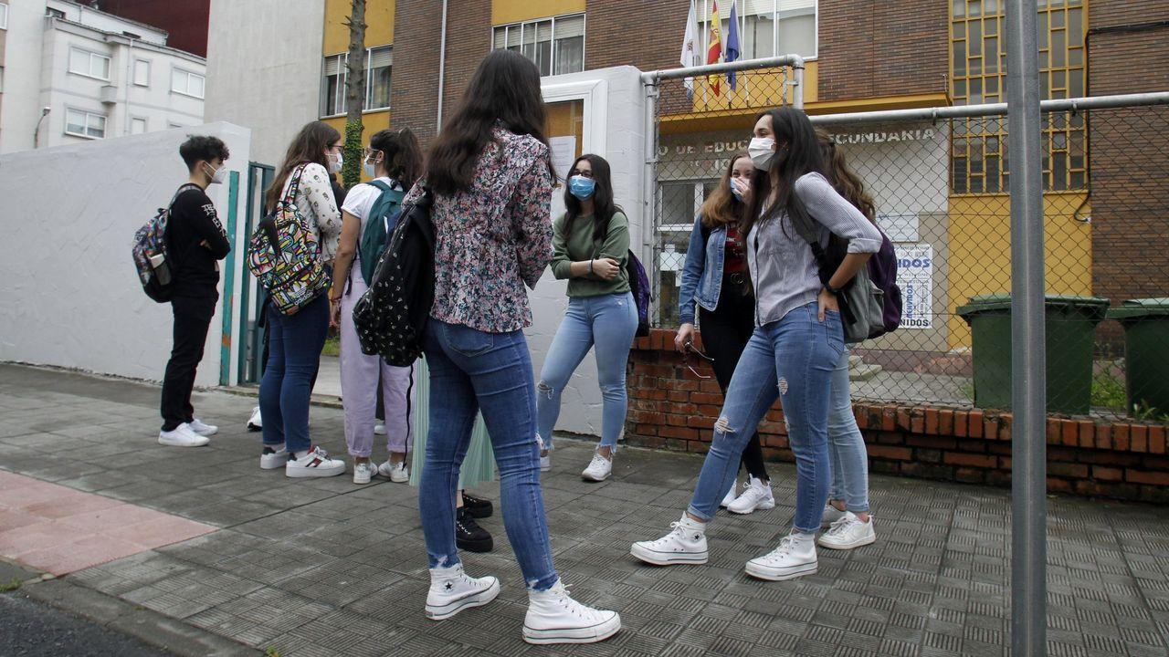 Estudantes de BAC do instituto Río Cabe no primeiro día de clase durante o estado de alarma sanitaria, nunha imaxe de arquivo