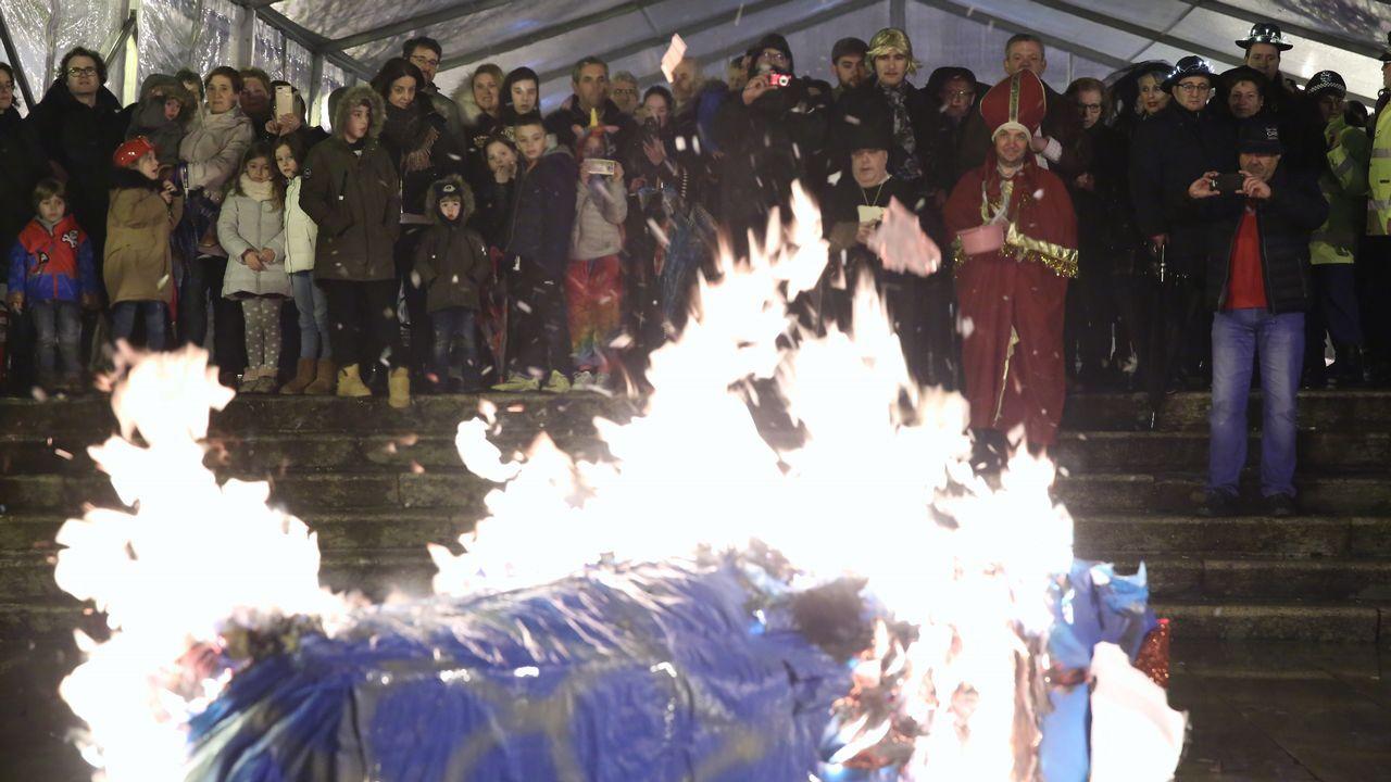 Enterro da Sardiña.En O Carballiño sí celebraron la despedida oficial del entroido, bajo una carpa.