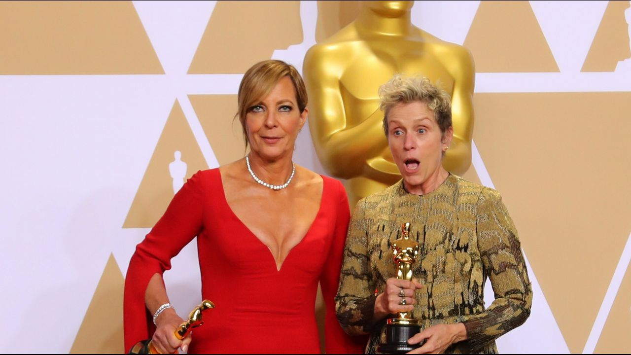 Allison Janney  y Frances McDormand, ganadoras a los premios de mejor actriz de reparto y principal.