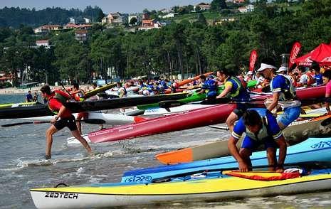 Los participantes parten de la propia playa de Cabanas.