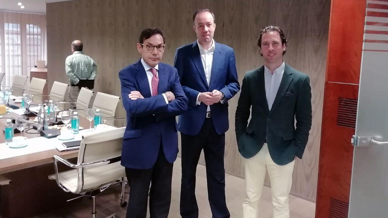 Los síndicos Manuel Fueyo y Eduardo Rodríguez y el síndico mayor Roberto Fernández Llera