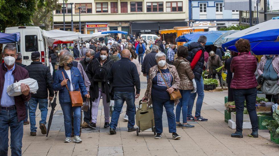 Primer mercado dominical de Carballo, ayer, sin estado de alarma