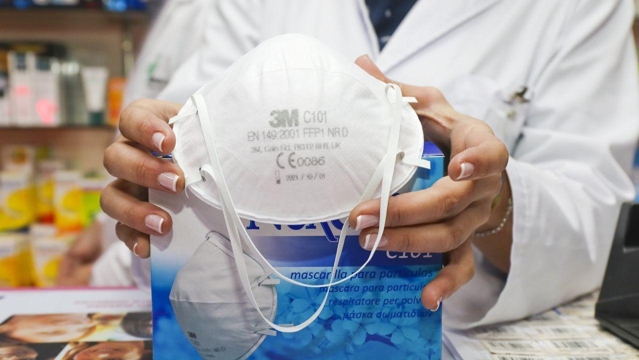 Los repatriados de Wuhan ya pasan la cuarentena en el hospital.Turistas extranjeros se tapan con máscaras contra el coronavirus durante una visita al templo del Buda Esmeralda, en la ciudad tailandesa de Bangkok