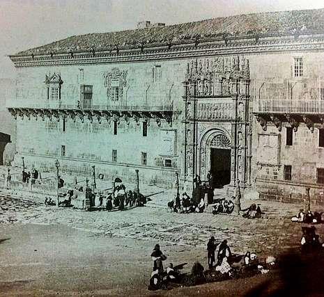 El doctor Puente Castro y su equipo, a principios del siglo XX, en los quirófanos, donde el frío era horroroso. A la derecha, el hospital en 1866