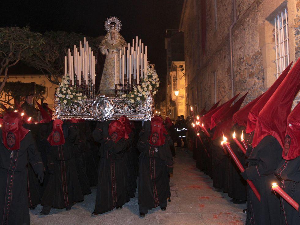 La increíble Semana Santa dos Nenos en Viveiro.La Clemencia, en la estación de penitencia en Santa María.