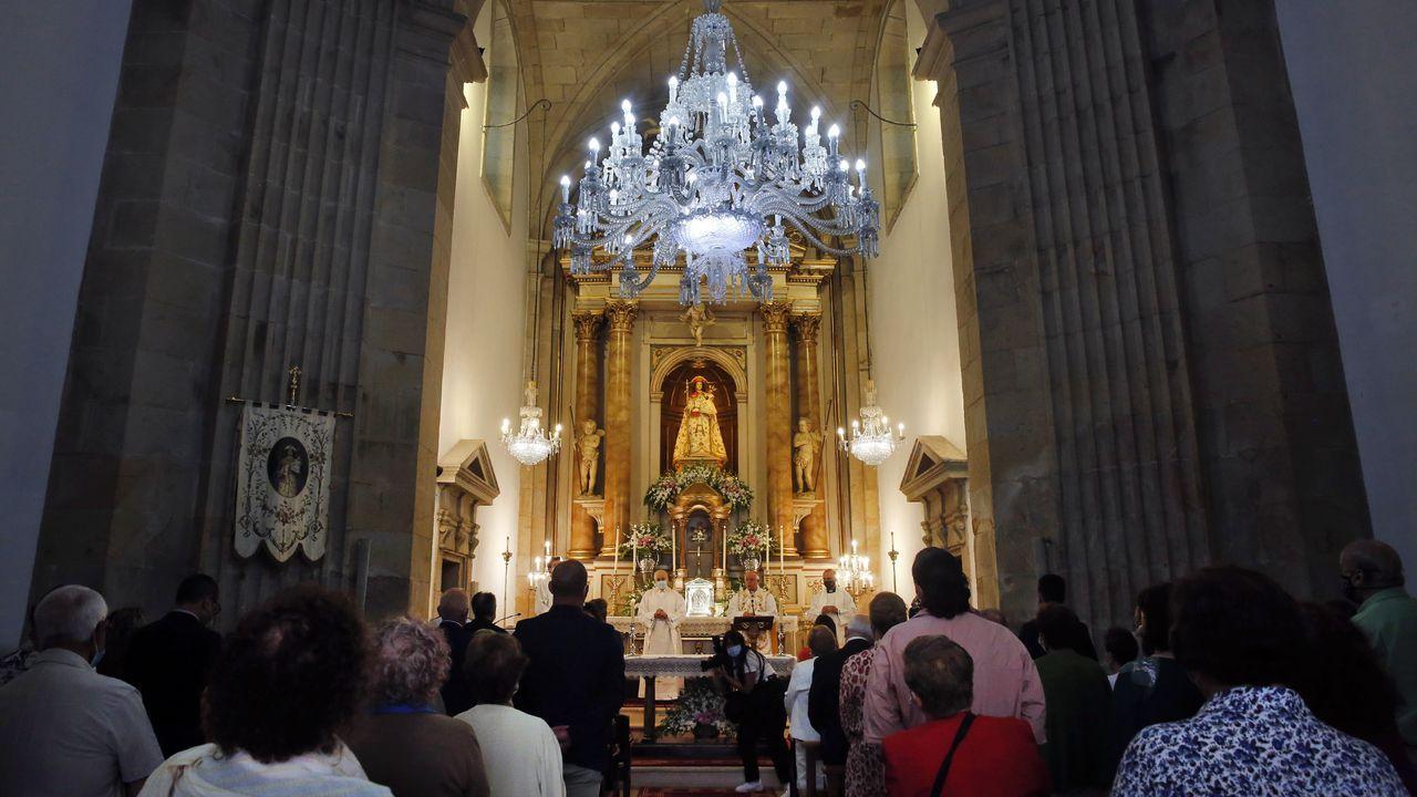 Cincuenta años de la consagración de la nueva iglesia de Castromil: ¡las imágenes!.El arzobispo, Julián Barrio, en una foto de archivo